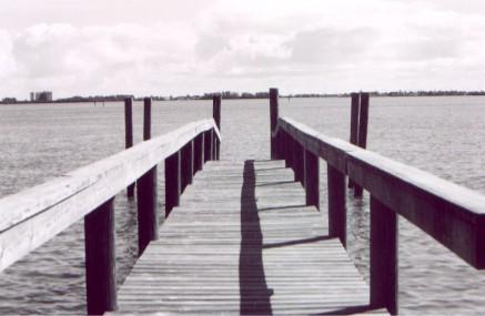 dock4.jpg (31533 bytes)